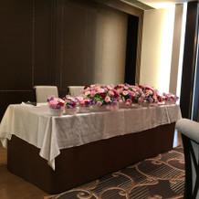 ひな壇の花になります