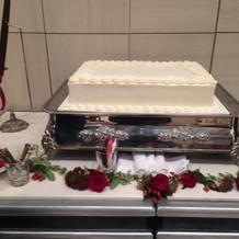 装飾前のウェディングケーキ