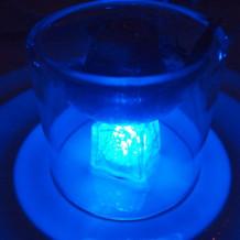 ブルーの光が幻想的。