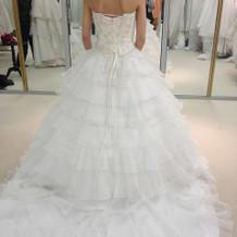 白のAラインドレス
