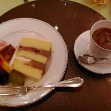 ウェディングケーキとコーヒー