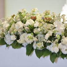 メインテーブルの生花