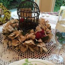 秋をイメージさせるテーブル装飾
