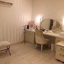 花嫁控え室も白くて可愛かったです