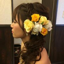 髪飾りは様々なデザイン、色味から選べます