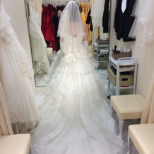 フリル多めのドレス