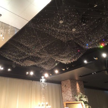バージンロードの天井