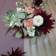 造花と生花をミックスするアイディアが素敵