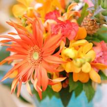 ハワイアンなイメージの装花