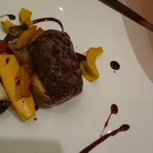 国産牛肉のグリエ ソース・ヴァンルージュ