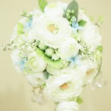 オーダーメイドの青の花がポイント