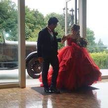 カラードレスは一目惚れした赤にしました。