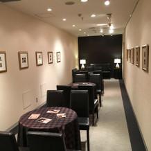 控室横の写真展示スペース