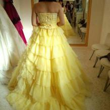 黄色いドレス