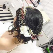 その場で作って頂いた花冠風髪飾り。