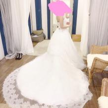 新作のドレスを見学時試着。