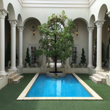 ガーデン。プールが目立つ。