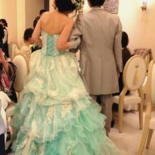 ミントグリーンのドレス