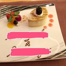 デザート ホワイトチョコのケーキ
