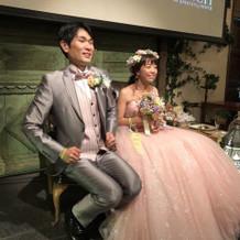 ピンクのドレスが