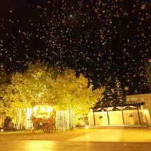 式当日、夜のバブルマシーン