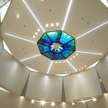 チャペル天井。 高さがあり開放感あり。