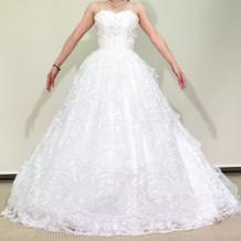 リエンダのウェディングドレスです。