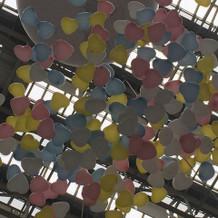 式場の演出の一部、空からふる風船