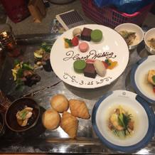 式後に、新郎新婦用の料理が食べれます。