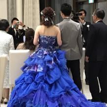 ブルーにピンクのとても素敵なドレス