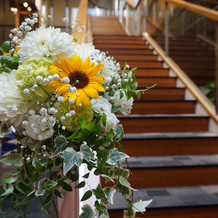 式場と披露宴会場は階段で繋がっています