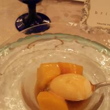 マンゴーフルーツジュビレとバニラアイス。