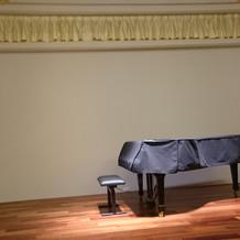 音楽堂にはピアノもあります。