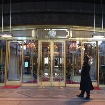 入り口には有名なドアマン