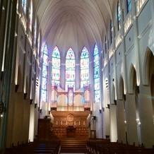 海外の歴史ある教会のようです。