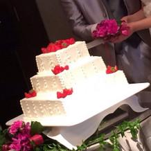 よく見えるように三段のケーキにしました