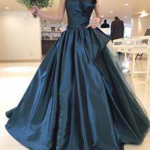 緑のドレスはお気に入りです
