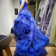 青のカラードレスです