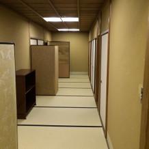 更衣室の畳廊下