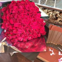 144本のバラ