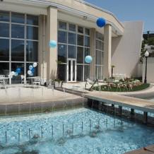 プールのある披露宴会場