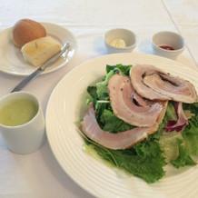 特別ランチメニューのサラダ、スープ