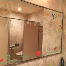 女子トイレの鏡