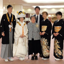 挙式は仏前式にしたため白無垢、紋付袴。