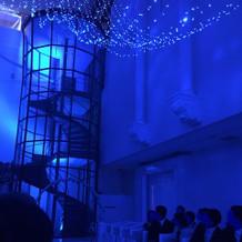 螺旋階段(ブルー照明あり)