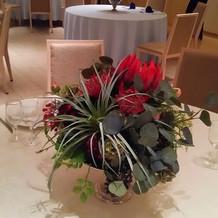 テーブルの上の装花の例