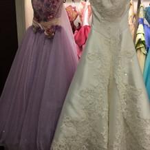 ウェディングドレス、カラードレス