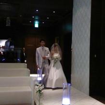 模擬結婚式。