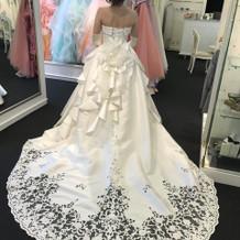 妊婦でも着られるドレスたくさん