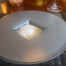 4品目のコーンの冷製スープ。
